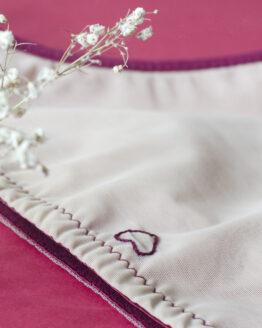 dos culotte à plat avec une petite broderie de coeur au milieu en haut