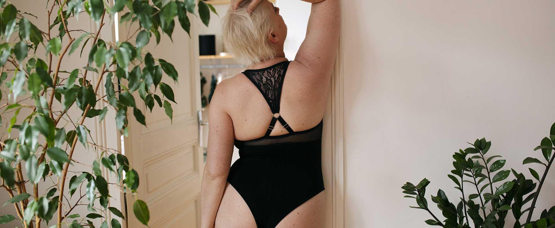 Femme-body-dos-details-dentelle